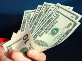 Доллар восстанавливается против большинства валют на позитивных данных
